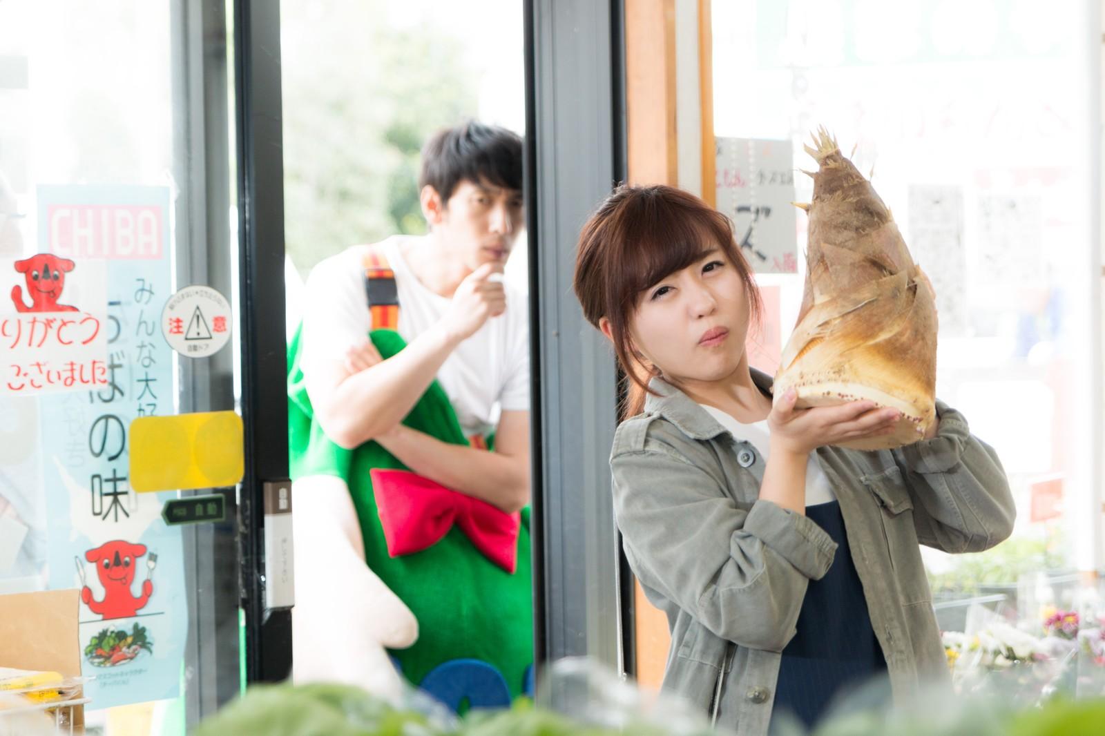 タケノコを売る女性